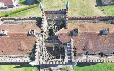 Dieses Dach ist nicht mehr zu retten, das Schloss aber sehr wohl!
