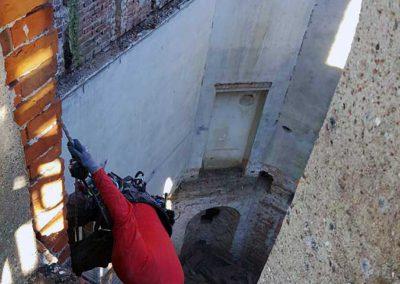 Kletterer im Mittelresalit von Schloss Broock