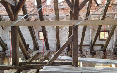 Sicherungsarbeiten am Dachstuhl
