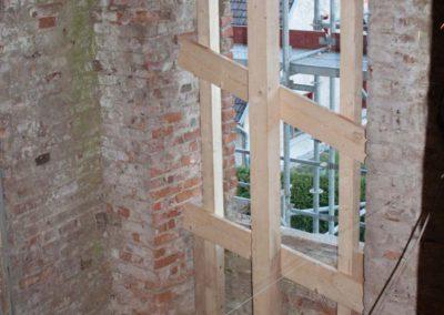 Aussteifen der Fensterstürze und Mauerwerksausbrüche