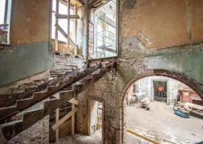 Beräumung des Schutts und der herabgestürzten Balken