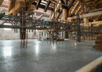 Die letzten Decken über dem Obergeschoss im Nordflügel